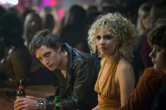 James Jagger ja Juno Temple / Vinyl. HBO Nordic.