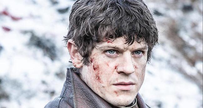 Ramsay (Iwan Rheon) valmiina julmuusmurhaan. Kuva: HBO.