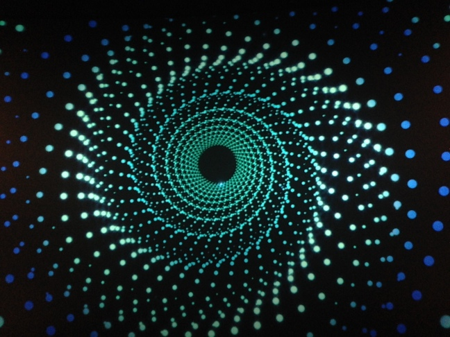 Kosmoksen alkumainokset laajentavat tajuntaa.