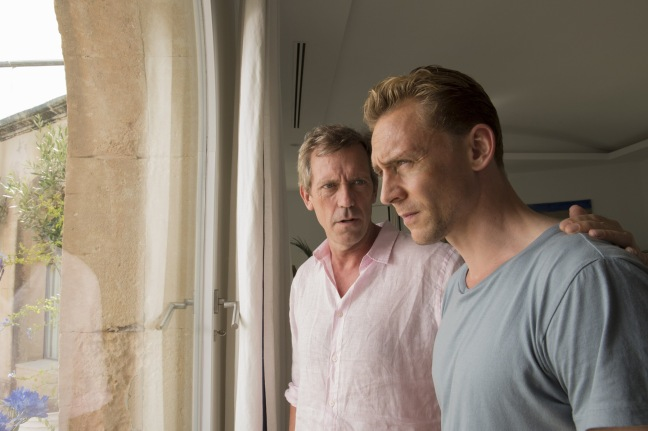 Yövahti / Hugh Laurie (Richard Roper) ja Tom Hiddleston (Jonathan Pine).